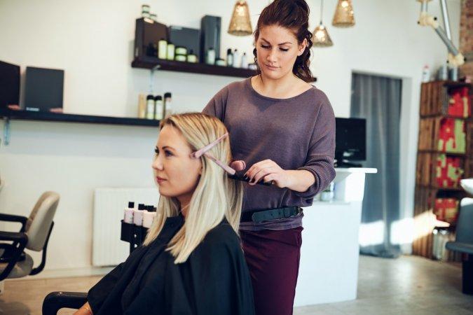 Dlaczego warto prowadzić monitoring internetu w branży fryzjerskiej?